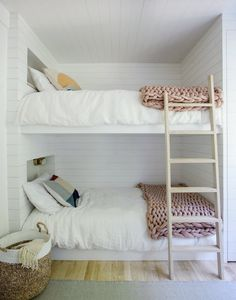 Beautiful Girls Bedroom Ideas for Small Rooms (Teenage Bedroom Ideas For Girls) Small Room Bedroom, Teen Bedroom, Bedroom Decor, Bedroom Ideas, Bed Ideas, Tiny Bedrooms, Master Bedroom, Spare Room, Bed Room