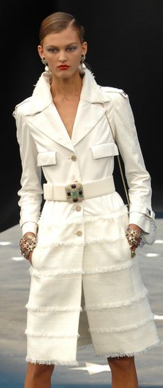 Chanel love this jacket Chanel Outfit, Chanel Fashion, Couture Fashion, Chanel Coat, Coco Chanel, Karl Lagerfeld, Chanel Couture, Classic Style Women, Look Chic