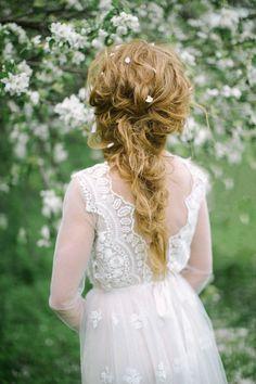 Romantic loose braided hairstyle (Elena Pavlova Photo)