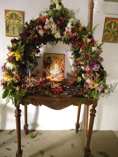 Church Flower Arrangements, Church Flowers, Greek Icons, Orthodox Easter, Greek Easter, Christ Is Risen, Easter Traditions, Easter Celebration, Orthodox Icons