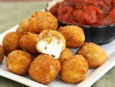 Fried Bocconcini (mozarella balls) with Spicy Tomato and Garlic Chutney I Love Food, Good Food, Yummy Food, Tasty, Garlic Chutney, Tomato Chutney, Garlic Sauce, It Goes On, Snacks