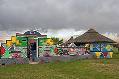 ndebele houses - Google Search African Hut, Initial Wall Art, Tropical Patio, Garden Mural, Vernacular Architecture, Kwazulu Natal, African Diaspora, Beaches In The World, Arte Popular