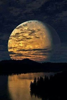 Huge Regal Magic Moon rising above dusky river and forests x This is sooo beautiful! I love the reflection of the sky landscape in the image of the moon. Beautiful Moon, Beautiful World, Beautiful Places, Beautiful Pictures, Amazing Photos, Gorgeous Girl, Beautiful Scenery, Stunning View, Simply Beautiful