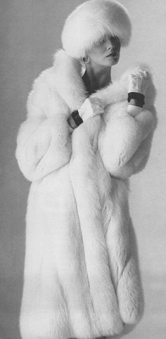 Snowy White Fox Fur Coat - if it was faux, it would be purrfect. Fur Fashion, Winter Fashion, Fashion News, White Fox, Black And White, Fabulous Furs, Fox Fur Coat, Vintage Fur, Shades Of White