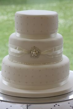 Pearls & Brooch Wedding Cake