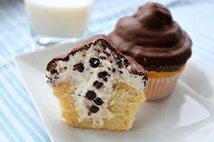 chocolate covered cannoli cupcake, cannoli cupcake