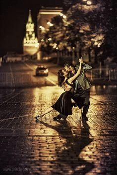Beautiful tango in Moscow, the Alexander Garden, Red Square || by                                                                 Alexander Prischepov