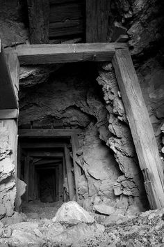 What the Sukiyaki mines would look like - structurally. (vintage mine pics | Old Mine Tunnel | Flickr - Photo Sharing!)