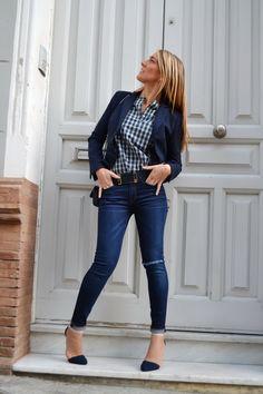 Kate middleton look casual. Blazer azul marino camiseta a rayas jeans pitillo elu00e1sticos ...