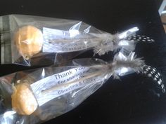 Cake pops as thank you gifts for Wedding. African Wedding Cakes, Thank You Gifts, Cake Pops, Wedding Gifts, Food, Thank You Presents, Wedding Day Gifts, Wedding Favors, Essen