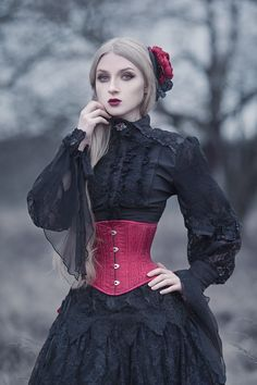 model, photo, skirt & fascinator: Absentia Welcome to Gothic and Amazing | www.gothicandamazing.com