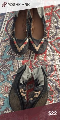 Lucky Brand flats Most comfortable flats ever! Love the pattern. Only worn a couple of times- in great condition. Lucky Brand Shoes Flats & Loafers