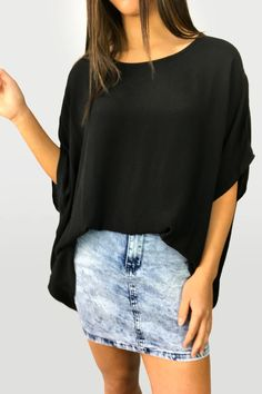 Zara Basic Drape Top – Vine Apparel Online Sales, Looking Stunning, Denim Skirt, Fitness Models, How To Make, How To Wear, Zara, Warehouse, Skirts