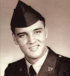 Elvis Presley photo de l'armée ... aimer ce sourire