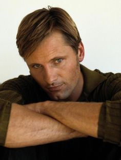 Sunday, December 2: Lord of the Rings Eye Candy of the Day: Viggo Mortensen (Aragorn)