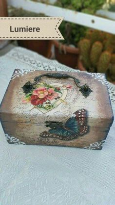 Decoupage Decoupage Wood, Decoupage Vintage, Decor Crafts, Diy And Crafts, Pretty Box, Altered Boxes, Wooden Jewelry Boxes, Painted Boxes, Diy Box