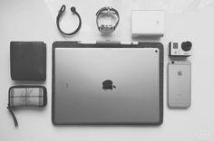 A minimalist felted wool iPad Pro case with a leather Apple Pencil loop. Hard Graft, Ipad Hacks, Ipad Pro 12 9, Skinny Fit, Edc, Hands, Mens Fashion, Classic, Sleeve