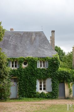 18th century walled estate in the Loire
