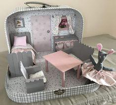 Valisette grand modèle de «Bouchara» transformée en maison de poupée ou souris
