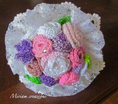 Bouquet  all'uncinetto con roselline e farfalle, by vetrina miriam chiocciola, 25,00 € su misshobby.com
