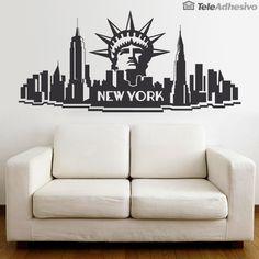 New York City, Nueva York es la ciudad que nunca duerme, la gran manzana, la ciudad de los rascacielos y la capital del mundo. Un Skyline figurado que une a los dos edificios más representativos de la ciudad, Empire State Building y el edificio Chrysler con la Estatua de la Libertad. Iconos de Nueva York. New York City, Manhattan. Vinilo decorativo Skyline NYC.