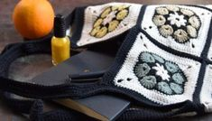 Asymmetrisk oldemor firkant   Eponas dagbog Square, Plaid, Blanket, Crafts, Crocheting, Rose, Knitting And Crocheting, Tricot, Crochet Squares
