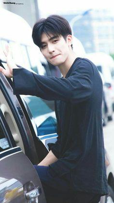 Hot Korean Guys, Korean Boys Ulzzang, Cute Asian Guys, Cute Korean Boys, Cute Guys, Asian Man Haircut, Korean Men Hairstyle, Song Wei Long, Girl Drawing Pictures