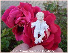 Bébé  miniature née dans une rose de la boutique Beatrice5804 sur Etsy