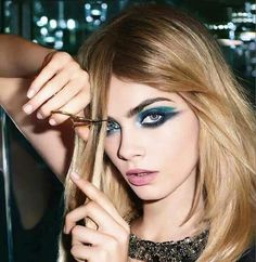 How to do Cara Delevingne's graphic contoured eye makeup by YSL Yves Saint Laurent, Ysl Beauty, Hair Beauty, Fashion Beauty, Amanda Seyfried, Cara Delevingne Style, Cara Delevigne Makeup, Bold Eye Makeup, Makeup Tips