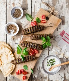 Brochettes d'agneau au fromage | Recettes d'ici Cheddar, Sauce Tzatziki, Bbq, Good Food, Cheese, Milk, Skewers, Barbecue, Cheddar Cheese