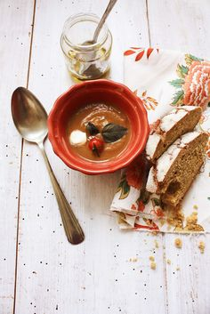 Pratos e Travessas: Eggplant and tomato soup | Recipes, photography and stories