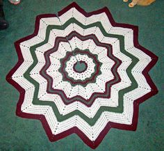 Ravelry: Free SmoothFox's Christmas Tree Skirt pattern by Donna Mason-Svara