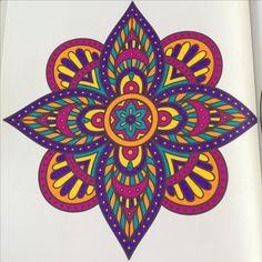 Mandala ingekleurd met stabilo '68