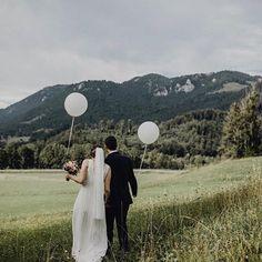 Unser langer Brautschleier EMMA in den bayrischen Bergen! Der weiche Soft Tüll Brautschleier EMMA ist fingerspitzenlang und einlagig - www.bellejulie.de - repost von @_oh.ella