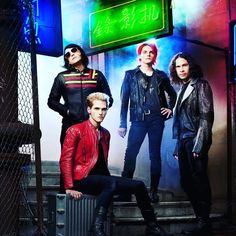 Gerard in this picture shows how sassy he is xD My Chemical Romance, Mcr Memes, Band Memes, Top Tv Shows, Ray Toro, Mikey Way, Black Parade, Band Pictures, Love Band