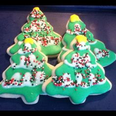 #Christmas tree sugar cookies by @Khandra Henderson Henderson :) #wiltonchristmas #shareyourcreativity @Wilton Cake Decorating Cake Decorating