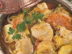 Cataplana de Frango Portuguese Cataplana Recipe, Portuguese Recipes, Portuguese Food, Rice Recipes, Chicken Recipes, Cooking Recipes, World Recipes, Looks Yummy, Different Recipes