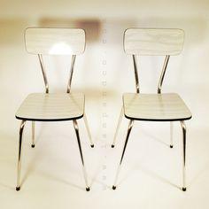 Paire de chaises en Formica  blanc des années 70.