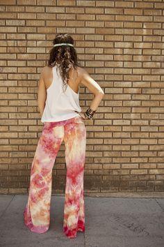 Comfy tie dye pants & sheer white racer back. How To Tie Dye, How To Wear, Bohemian Style, Boho Chic, Tie Dye Pants, Whimsical Fashion, Ripped Denim, Tye Dye, Festival Wear