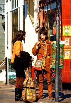 """bradrossi: """"psychedelicway: """"Haight-Ashbury, San Francisco, 1967 Photo de Jim Marshall """" Very cool! Hippie Love, Hippie Gypsy, Hippie Style, Hippie Vibes, Happy Hippie, History Of Photography, Still Life Photography, Vintage Photography, Landscape Photography"""