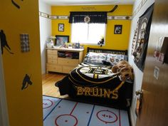 Boston Bruins Bedroom - Boys' Room Designs - Decorating Ideas - HGTV Rate My Space Um. Who says it has to be just for boys? Boston Bruins Hockey, Hockey Mom, Hockey Bedroom, Kids Bedroom, Hockey Decor, Boys Room Design, Boston Strong, Bedroom Themes, Bedroom Ideas