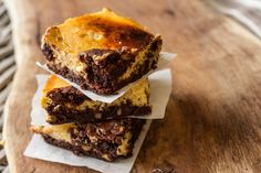 Pumpkin chocolate walnut brownies by Greek chef Akis Petretzikis. One of the best brownie recipes with rich dark chocolate, pumpkin puree, walnuts and ginger! Best Brownie Recipe, Brownie Recipes, Cupcakes, Cupcake Cakes, Fall Baking, Baking Pan, Death By Chocolate, Best Brownies, Sweets Cake