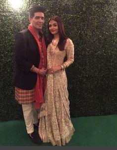 Aishwarya Rai Bachchan With Manish Malhotra In A Beautiful Dress In A Diwali Party Thrown By Amitabh Bachchan At Bachchan 's House.