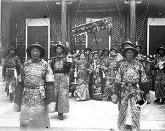 The Empress Dowager Cixi and her eunuchs.