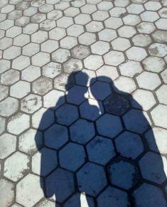 fake kapalı kızlar Boy Photography Poses, Tumblr Photography, Cute Muslim Couples, Cute Couples, Cute Relationship Goals, Cute Relationships, Boy Pictures, Couple Pictures, Shadow Photos