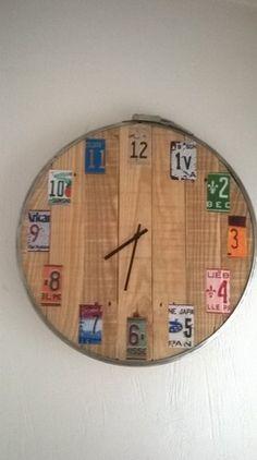 horloge caisse en bois de r cup ration 70 cm diam tre d coration. Black Bedroom Furniture Sets. Home Design Ideas