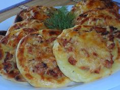 Potato cakes with chicken Ingredients: For potato cheesecake: - half a kilo of potatoes - 1 egg - teaspoon of salt - 2 tablespoons flour Vegetable Pancakes, Good Food, Yummy Food, Potato Cakes, How To Cook Potatoes, Russian Recipes, Quiches, International Recipes, Cheesecake Recipes