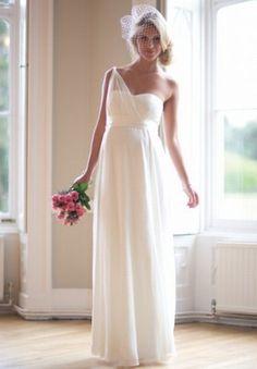 Langes Hochzeitskleid 'Charlotte' aus Seide und Chiffon mit One-Shoulder-Design.399,00 €, www.mamarella.comzum Überblick: Brautmode für SchwangereBild...