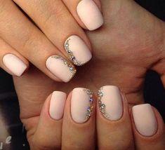 cyrkonie swarovskiego na paznokciach