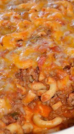 Chili Mac Casserole Recipe ~ hearty and delicious Chili Casserole, Beef Casserole Recipes, Casserole Dishes, Hotdish Recipes, Goulash Recipes, Pasta Casserole, Beef Dishes, Pasta Dishes, Food Dishes